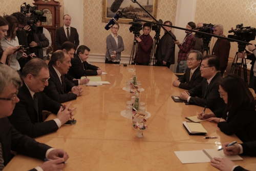 Moon's Envoy Meets Russian Foreign Minister