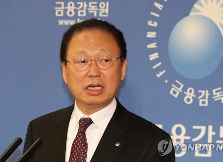 문 대통령, 최흥식 금융감독원장 사표 수리
