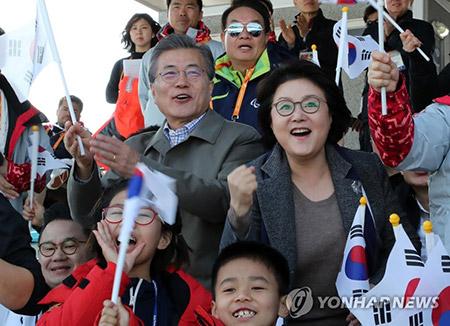 El presidente y su esposa presenciaron una prueba paralímpica de esquí