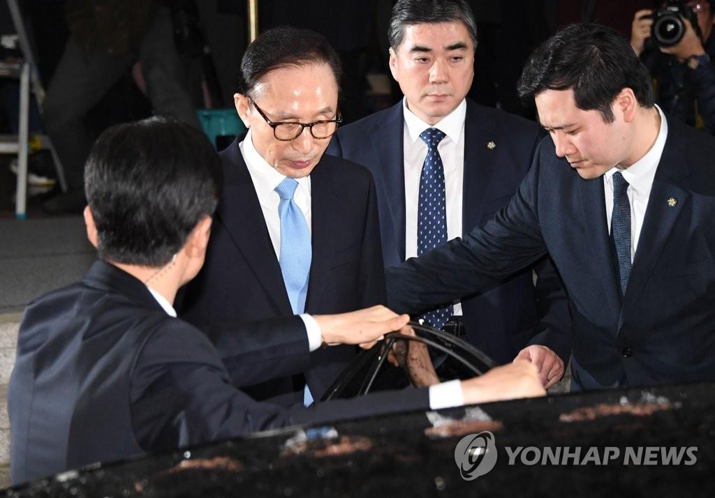 Prosecutors end Lee's questioning