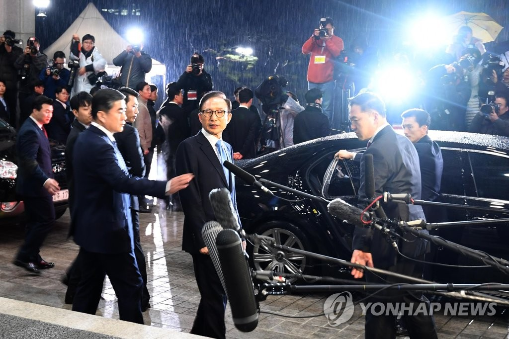 Ex-President Lee Returns Home After 21 Hours of Questioning