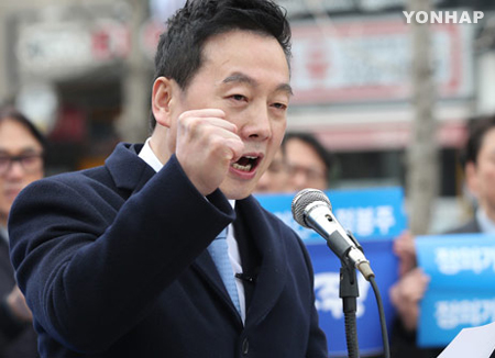 """'성추행 의혹' 정봉주, 서울시장 선거 출마 선언...""""복당 안돼도 전진"""""""