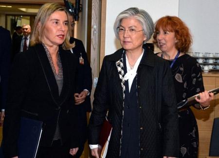 Глава МИД РК Кан Гён Хва познакомила ЕС с ситуацией на Корейском полуострове