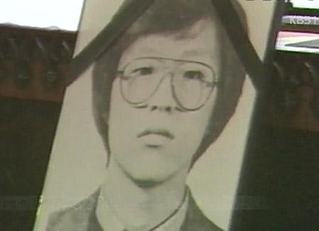 检察总长拜会已故前首尔大学学生朴钟哲父亲