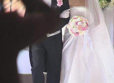 혼인율 역대 최저…30대 초반 결혼 급감