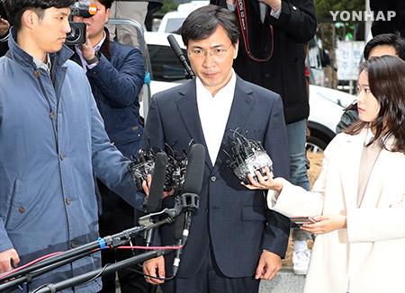 Prosecution Seeks Arrest Warrant for ex-Governor An Hee-jung
