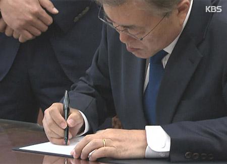 Presidente surcoreano firma proyecto para enmienda constitucional