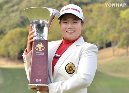Ahn Sun Ju suma 25 victorias en el circuito de golf femenino de Japón