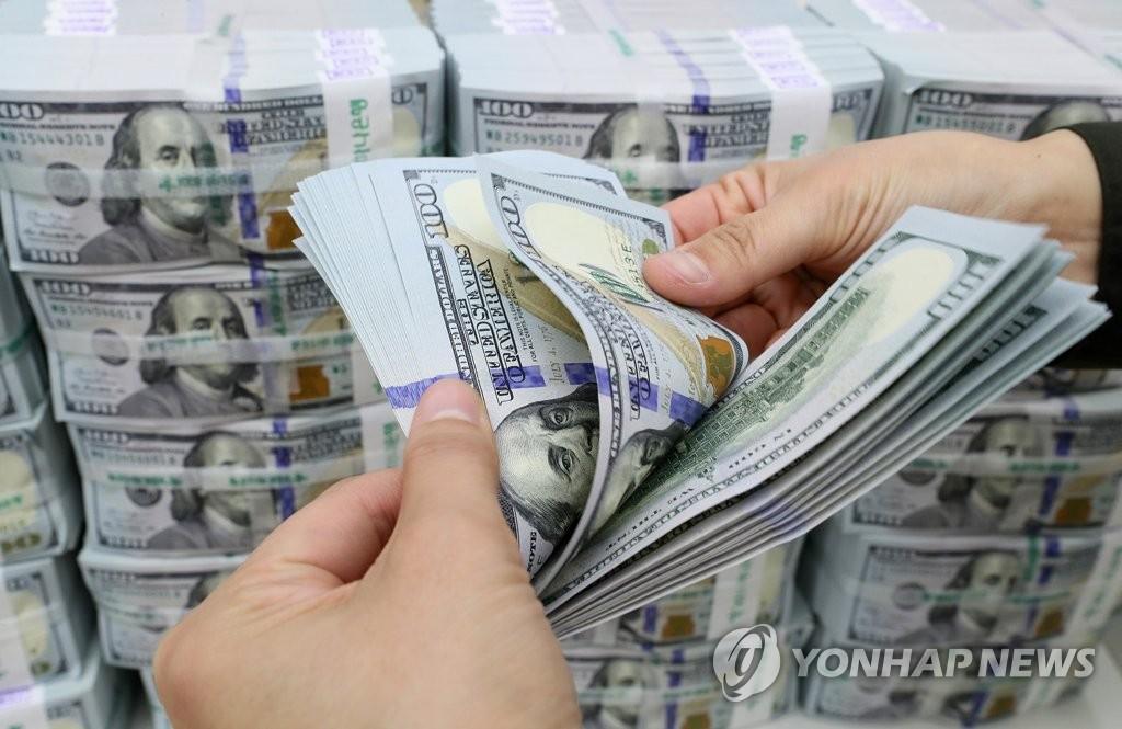 В РК вырос объём валютных депозитов