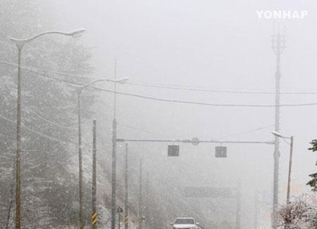 全国的に花冷え 江原道は4月の雪