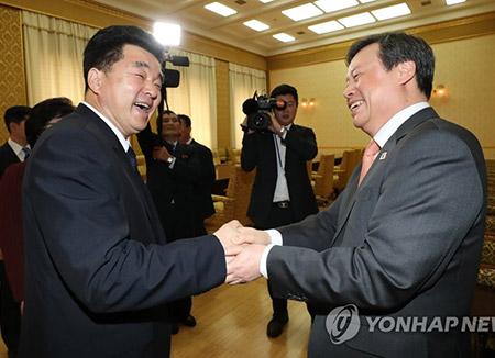 Moon Jae-in Demands Guarantee Success of Meeting with Kim Jong