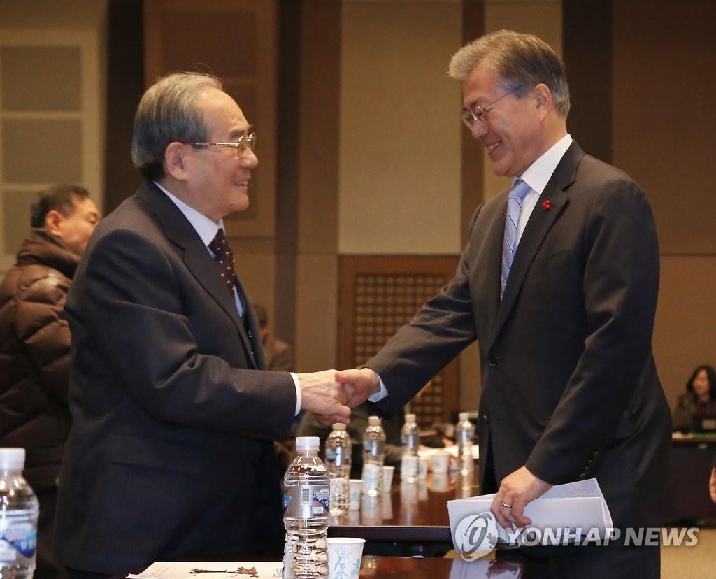 Japan, S.Korea agree to maintain pressure