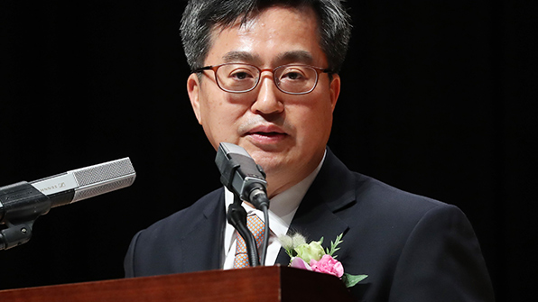 Finance Minister Stresses Seoul will Keep Foreign Exchange Sovereignty