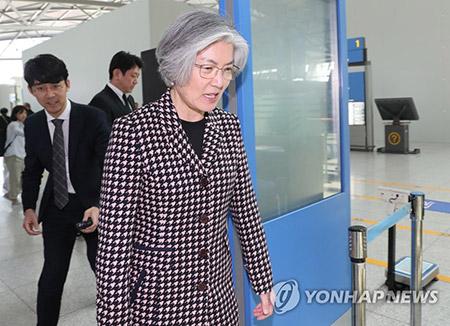 韓国外相 カザフ・ウズベク歴訪