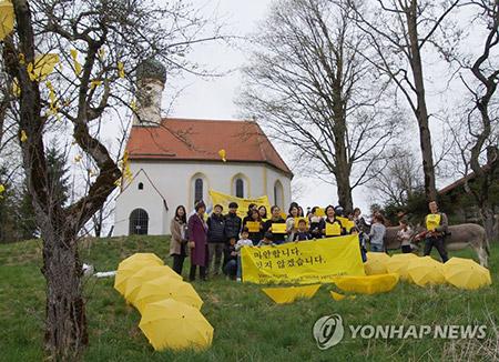 Im Ausland finden ebenfalls Gedenkfeiern für Opfer des Sewol-Untergangs statt