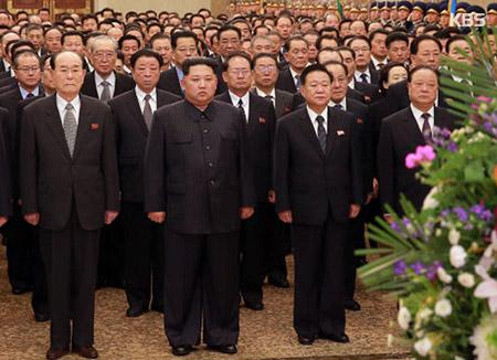 북한통신, 김일성 생일에 김정은 금수산궁전 참배 보도