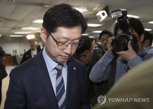 Abgeordneter Kim Kyoung-soo schickte Nachrichten an in Medienmanipulation verstrickten Blogger