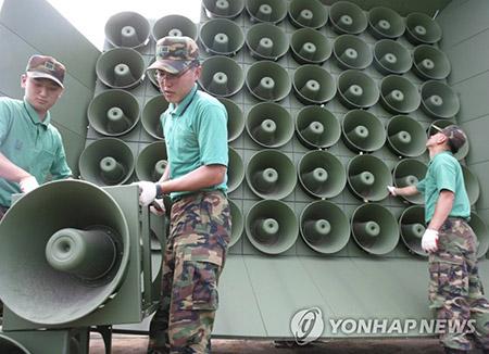韩军从23日零时起停止对北韩扩音喊话