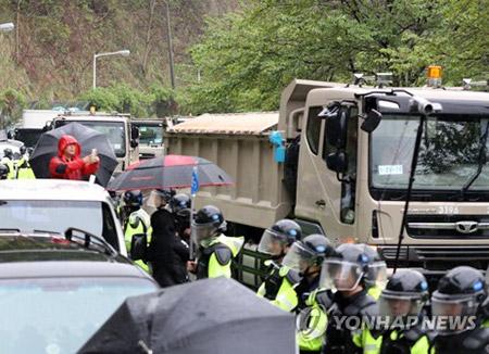 """북한 조선중앙통신, 사드장비 반입 비난…""""평화 운운 어불성설"""""""