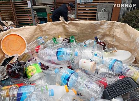 Công bố kế hoạch xử lý thu gom riêng bình nhựa PET thải