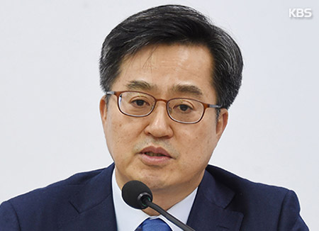Finance Minister: Various Scenarios under Review for Inter-Korean Economic Cooperation
