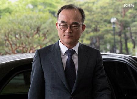 """문무일 """"적법한 직무 행위"""" 외압 논란 반박"""