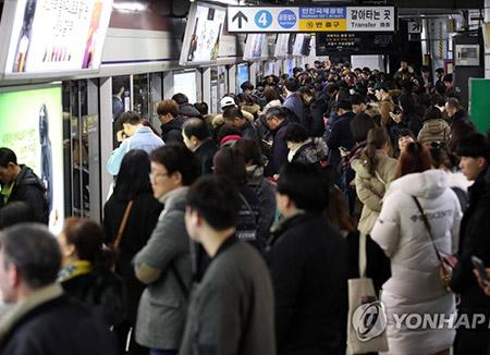Los surcoreanos invierten más de 90 minutos diarios en ir al trabajo