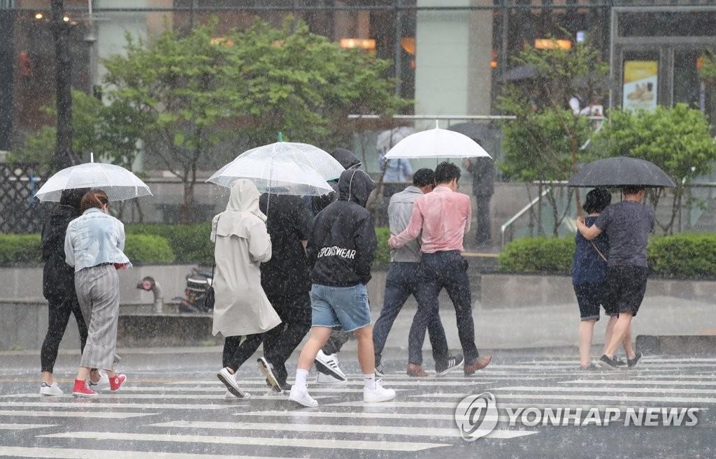 La lluvia continuará hasta el viernes por la mañana