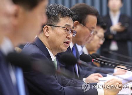 """김동연 """"외환시장 개입내역 6개월, 1년 후 3개월 마다 공개"""""""
