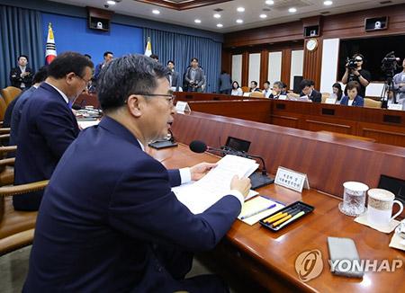 """정부 """"외환시장 개입 내역 공개 확정...내년 3월 첫 공개"""""""