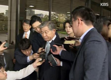 '기무사령부 불법 댓글 공작 주도' 배득식 전 기무사령관 검찰 출석