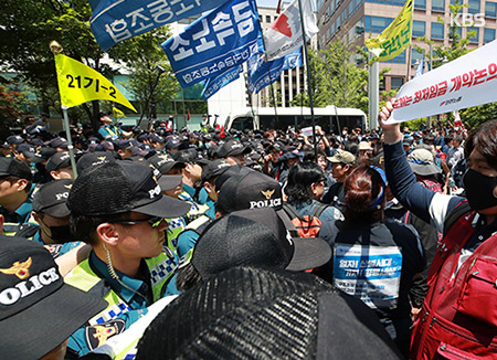 Protesters against Minimum Wage Revision Arrested for Trespassing