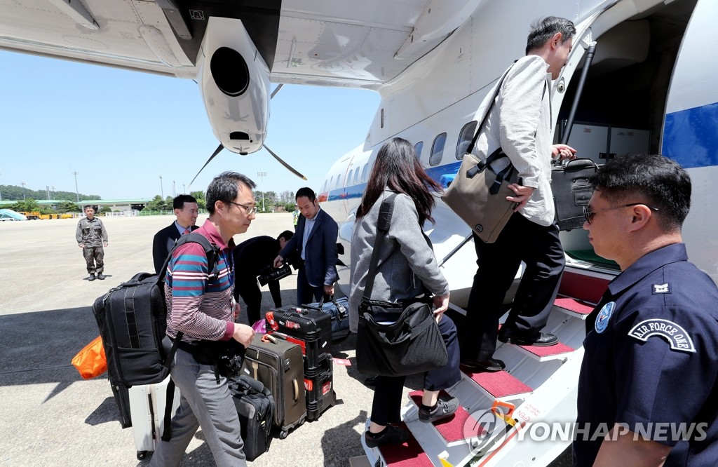 S. Korean Reporters Depart for N. Korea to Cover Nuclear Dismantlement
