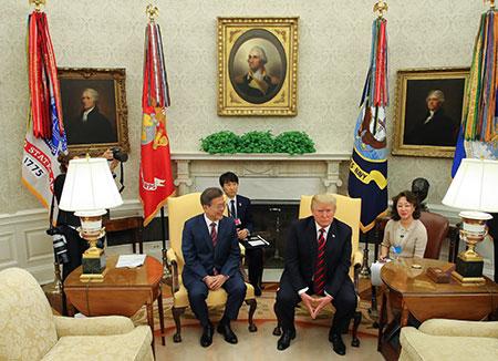 """Trump anticipa """"buenas noticias"""" para el comercio entre Corea del Sur y EEUU"""