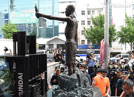釜山 撤去された徴用工像 もとあった場所に改めて設置