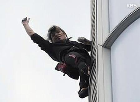 フランス人フリークライマー 韓国で高層ビル「登頂」中逮捕