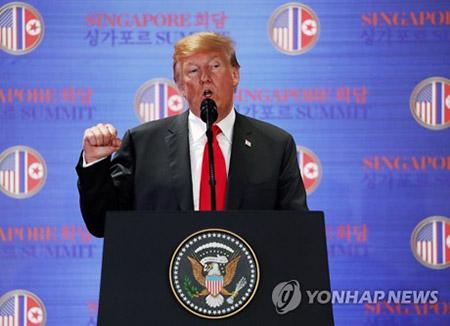 Presiden Trump Mengadakan Jumpa Pers Usai KTT Korut-AS