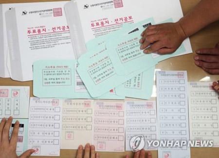 Tỷ lệ bỏ phiếu bầu cử địa phương đạt 56,1% tính tới 5 giờ chiều ngày 13/6