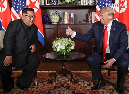 Главы КНДР и США провели личную встречу в рамках двустороннего саммита