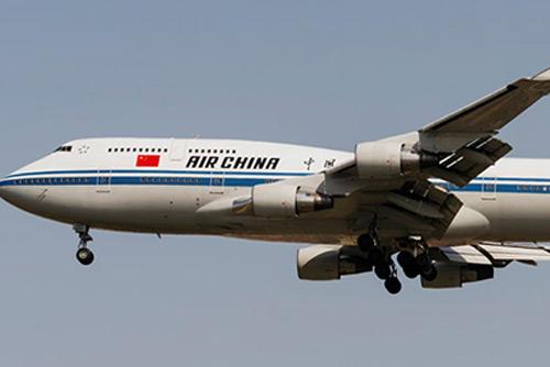 Uno de los aviones facilitados por China para la cumbre de Singapur llega a Beijing