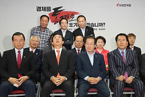 استقالة متوقعة لرؤساء الأحزاب المعارضة بسبب الهزيمة في الانتخابات