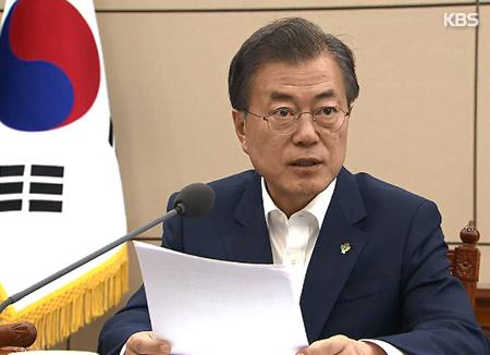 文大統領 「韓米合同軍事演習の中止慎重に検討」