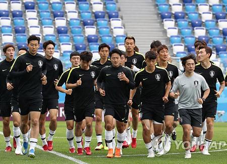 Tim Kesebelasan Korea Selatan Melawan Swedia pada Hari Senin