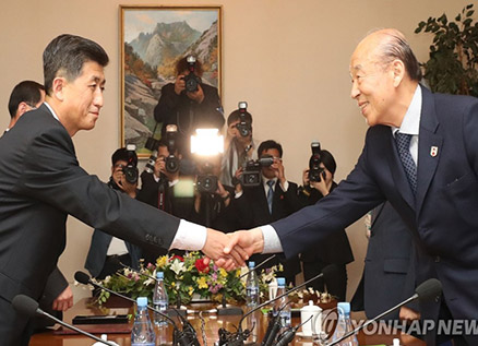 Two Koreas Hold Red Cross Talks on Family Reunion