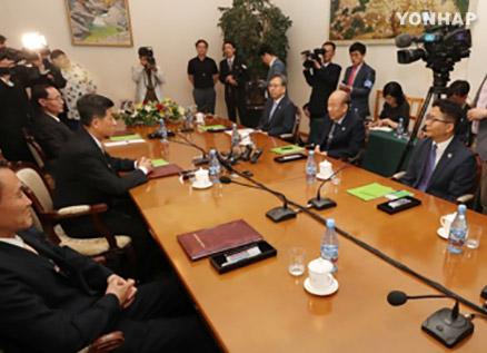 Two Koreas Exchange Draft Agreements on Family Reunions