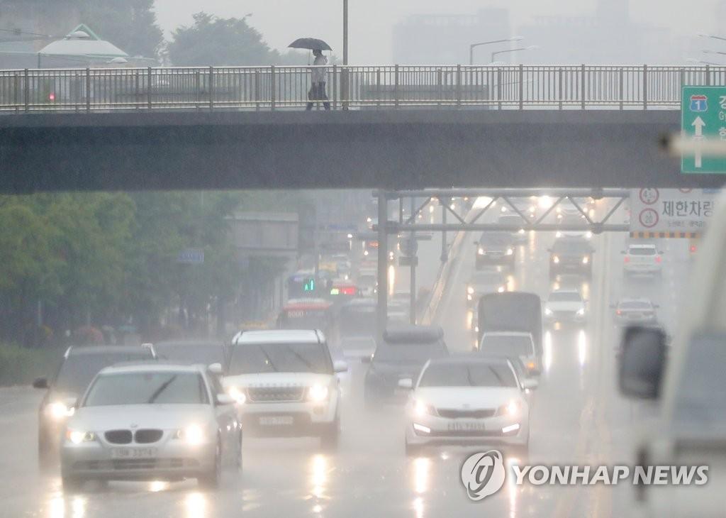 韩国全国进入梅雨季 中部地区有局部性暴雨