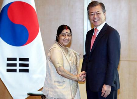Präsident Moon betont Entschlossenheit für Höherstufung der Beziehungen zu Indien