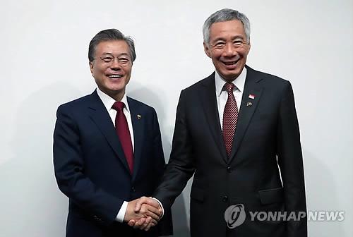 الرئيس الكوري يختتم جولته الآسيوية بزيارة إلى سنغافوره