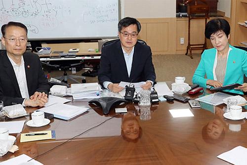 الحكومة الكورية تجري حوار طوارئ اقتصادية