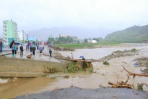 북한 서해안 지역 광범위한 폭우…장마철 피해 예방 대책 수립 강조